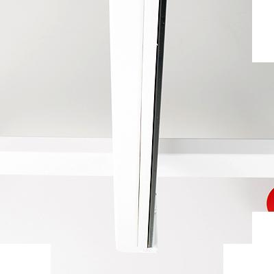 Spiegel werden auf eine laminierte Rückenplatte verleimt